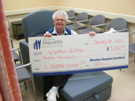 Photo of auxiliary member and $3000 cheque